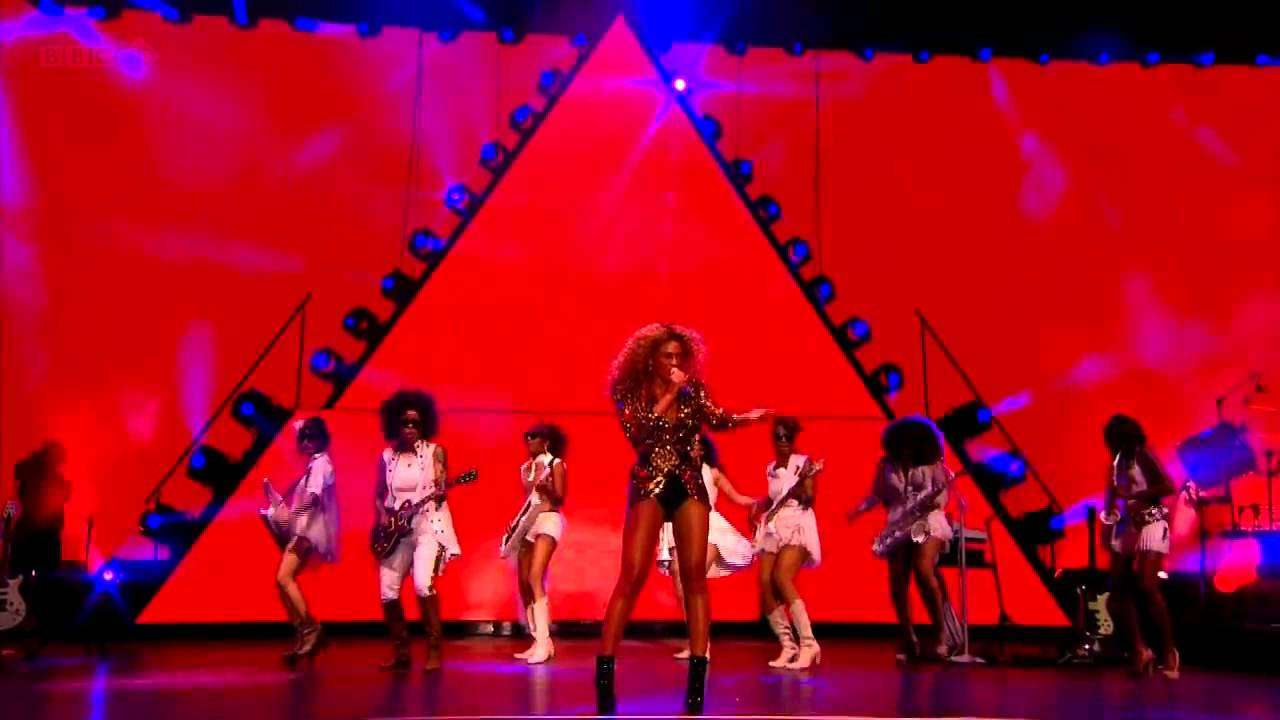 Beyoncé - Naughty Girl & Baby Boy (Glastonbury 2011) - YouTube