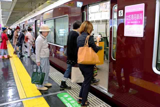 痴漢から守るための「女性専用車両」、効果を探ると…:朝日新聞デジタル