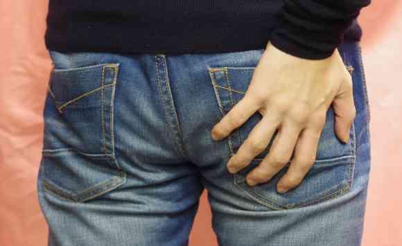 女性の生理用ナプキンを使う男性たち 痔や長時間の移動に効果的?