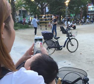 ポケモンGO、乳児抱え自転車で… 「危ないとは分かっているんですけど」中毒者の胸の内 (withnews) - Yahoo!ニュース