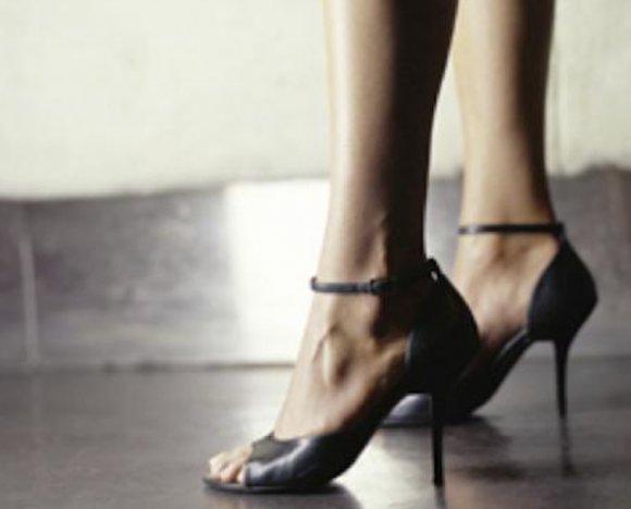 「ヒールで美しく歩くコツ」を身につけて足を1.5倍長く見せよう! | Pouch[ポーチ]