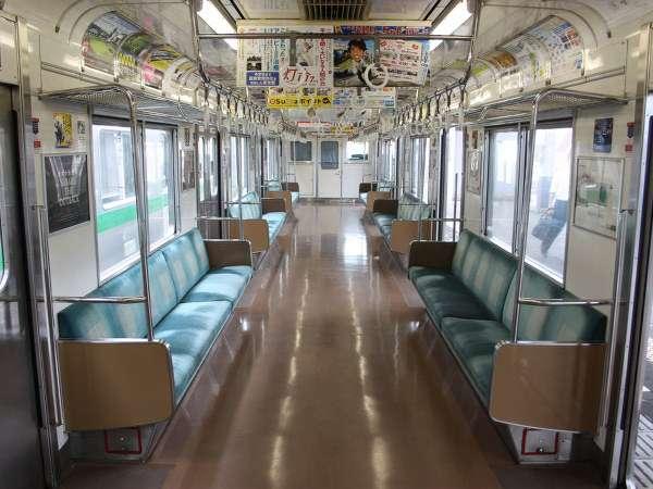 男が電車内で誤って座席に業務用洗剤こぼす 女子高生が大やけど