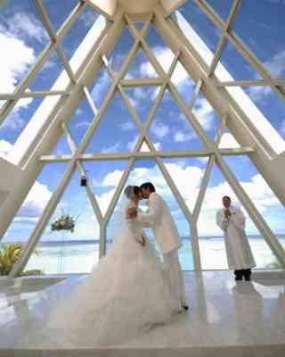 家庭環境が悪い人は結婚するの早い?