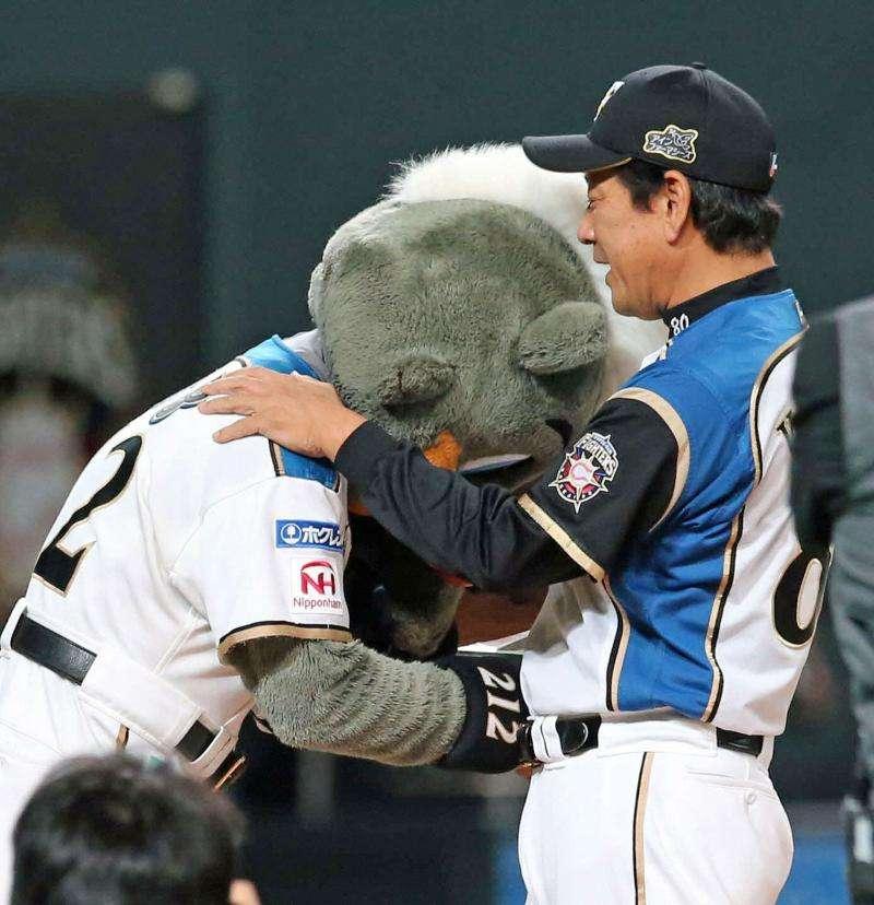 日本ハムの人気マスコットB・B「偉業」完結に号泣 - 野球 : 日刊スポーツ