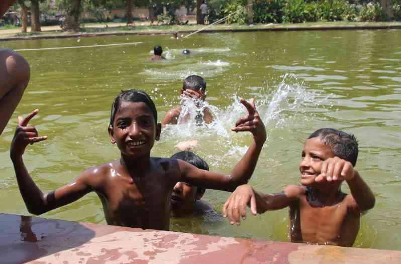 インド:最高51度…国内史上最高 死者440人以上 - 毎日新聞