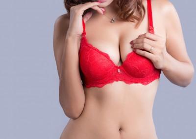 「形はキレイだけど小胸」VS「大きいけど形がイマイチな胸」、約7割の男性が選んだのは…… 「マイナビウーマン」