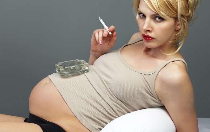 喫煙女性の胎内で、赤ちゃんが苦しがる姿が映し出される!! 恐ろしいタバコの害がまた一つ判明