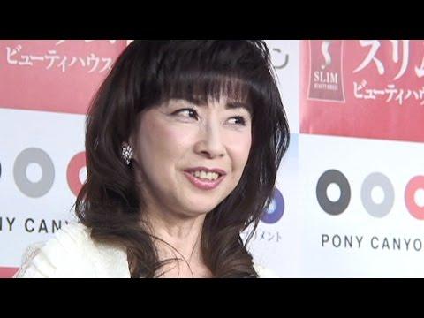大場久美子、56歳のビキニ姿はまだイケる! 還暦では赤い水着に挑戦か!? - YouTube