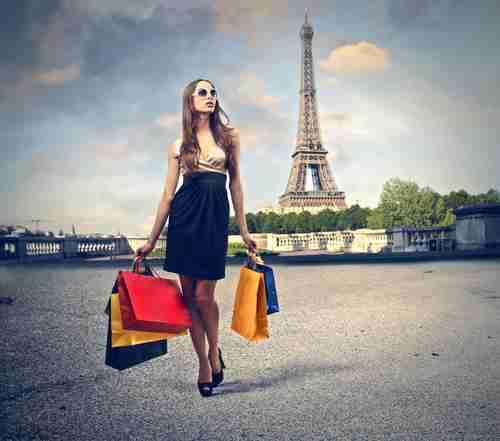 ショッピング帰りのフランス人女性