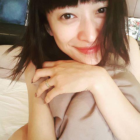 山田優、すっぴん?SEXY寝起きショットに反響「朝から刺激的」