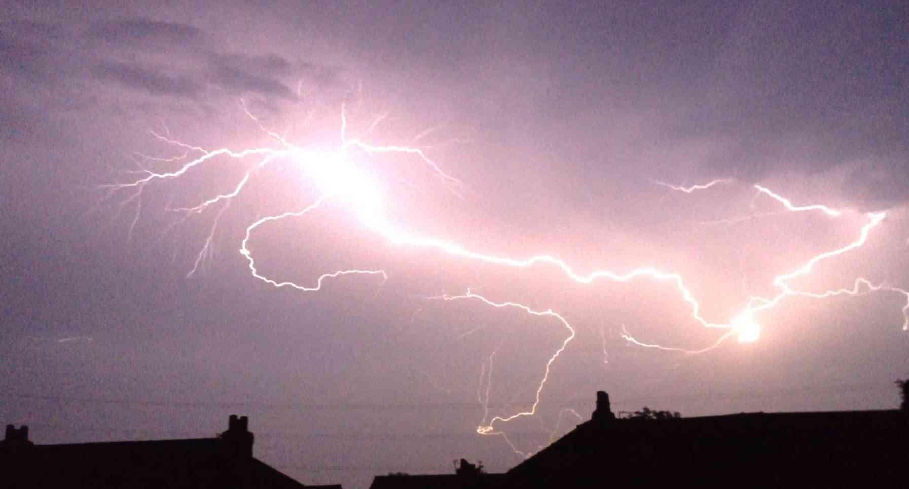 Massive UK Thunderstorm 19.07.14 0.25x Speed - YouTube