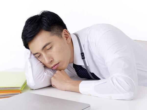 ゆとり世代の信じられない行動『上司や先輩にお酒を注がない』『上司や先輩にお酒を注がない飲みに誘うと「残業代出ますか?」』