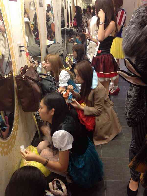 【画像】渋谷109の女子トイレがハロウィンでカオス状態になっていた