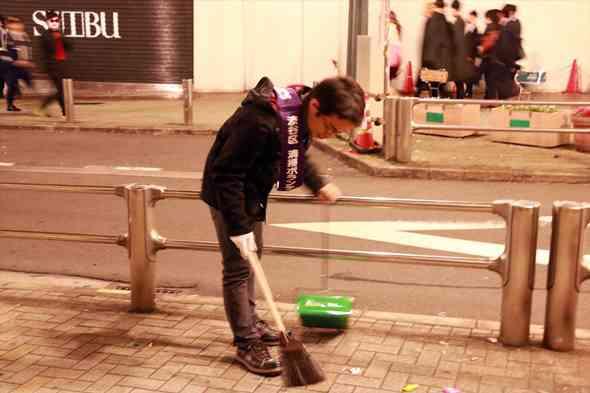 キングコング西野亮廣が渋谷を掃除する企画→アンチが先回りしてゴミ拾い