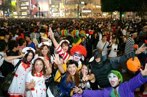 ハロウィンにファミコン親子現る!阿佐谷の仮装大会がおもしろいw