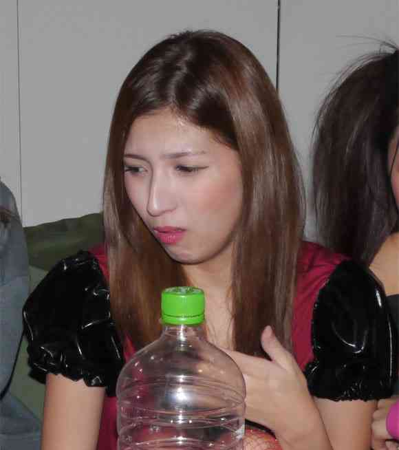 韓国のウンコ酒「トンスル」を美女5人に飲ませてみた結果…
