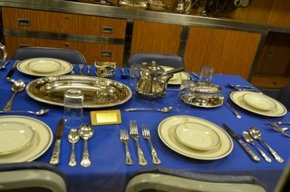 ご飯をフォークの背に乗せて食べるのは正しいマナーか? | マイナビニュース
