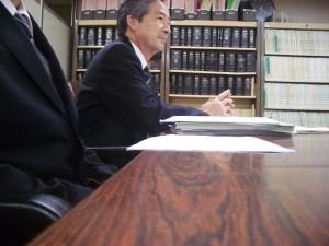 「不適切メールで教諭免職」、都教委の控訴棄却――生徒との信頼関係を認定