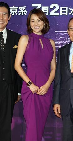 米倉涼子がイベントで美脚披露、「絶対領域」にカメラマンの目がクギ付け!
