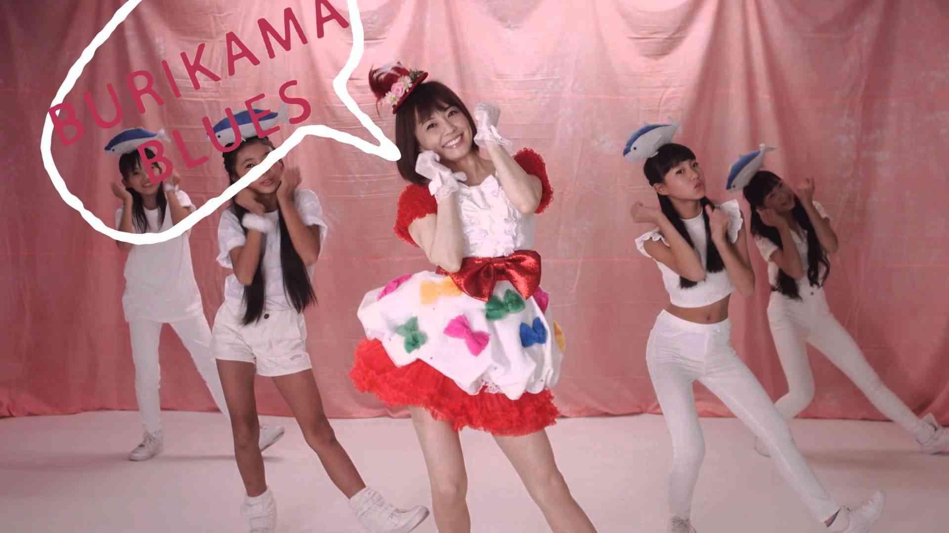 【公式】小林麻耶「ブリカマぶるーす」Music Video - YouTube