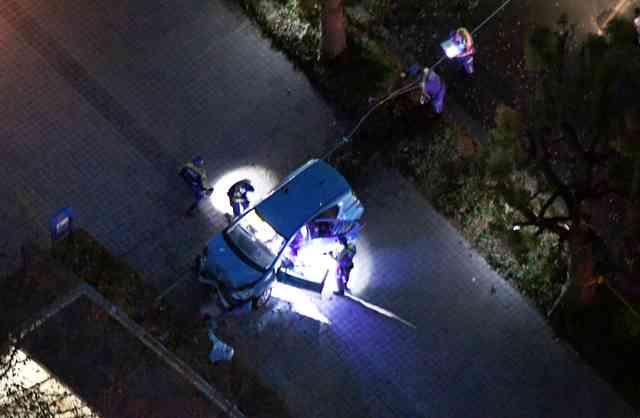 83歳女性運転の車、病院駐車場を暴走 男女2人死亡:朝日新聞デジタル