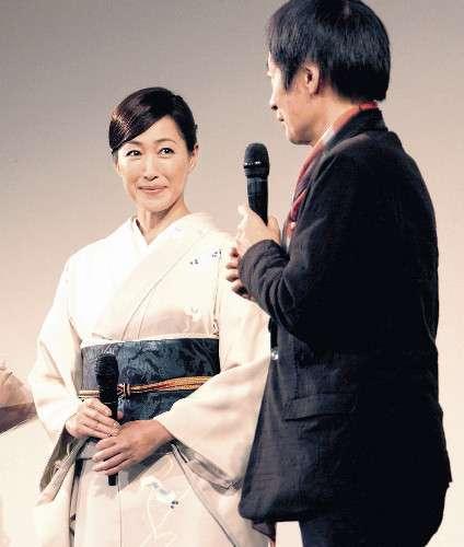 高島礼子「吹っ切れましたか?」に「はい!頑張ります」登壇時無言も駅では笑顔対応