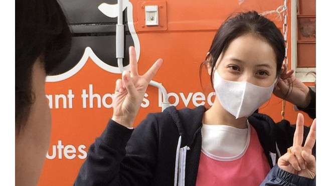 """マスクなんかじゃ隠れない美しさ! 佐々木希、代々木公園での""""犬会""""にファン「犬になりたいでござる」"""
