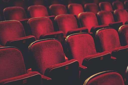 障がいを持っている子供や自閉症の子は劇場に来たらダメなの?社会の反応に考えさせられる