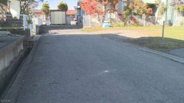2歳女児 駐車場からバックで出てきた車にひかれ死亡