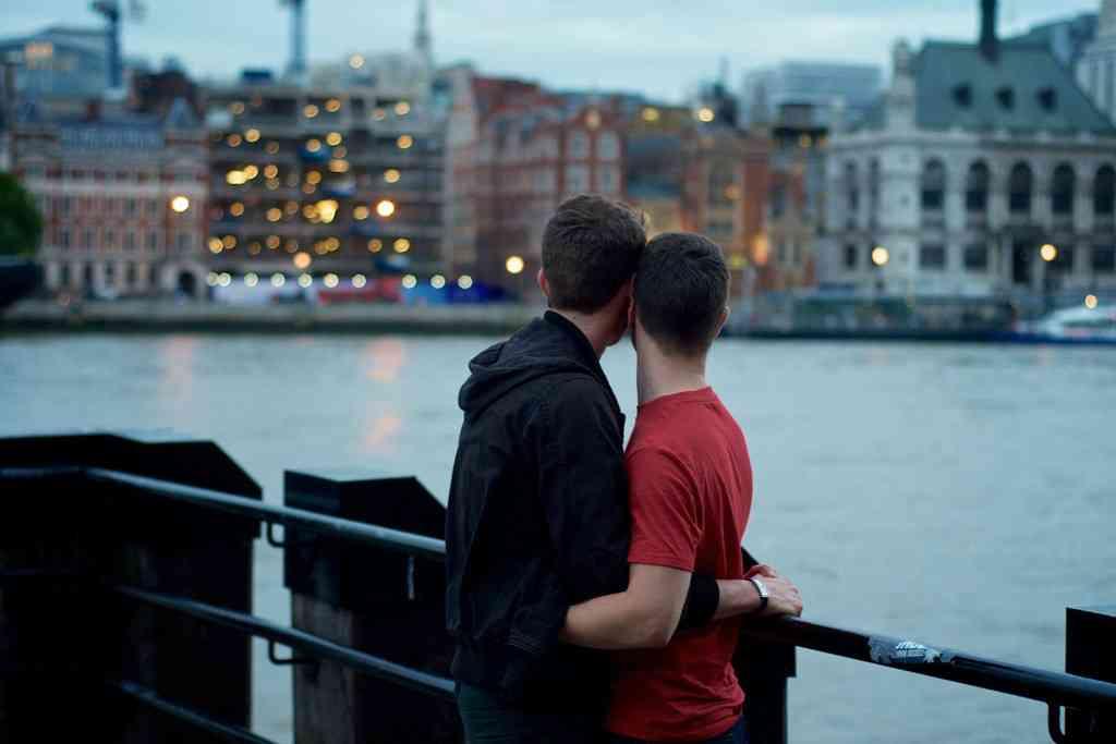 同性カップルにも結婚・介護休暇 千葉市、職員向けに