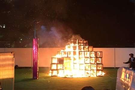 【現地画像】明治神宮外苑の「東京デザインウィーク」で大惨事!会場の展示品が火事で燃え5歳男児死亡… | まとめまとめ