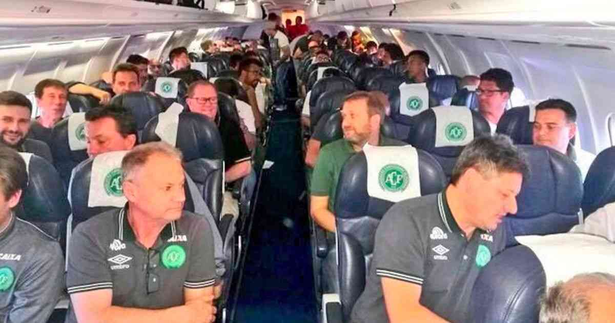 Chapecoense plane crash: 76 dead and 5 survivors after plane carrying Brazilian football team crashes in Colombia - Mirror Online
