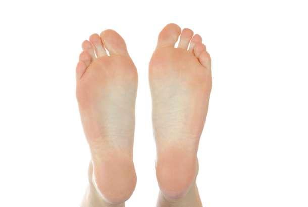 足のサイズが左右で違う人