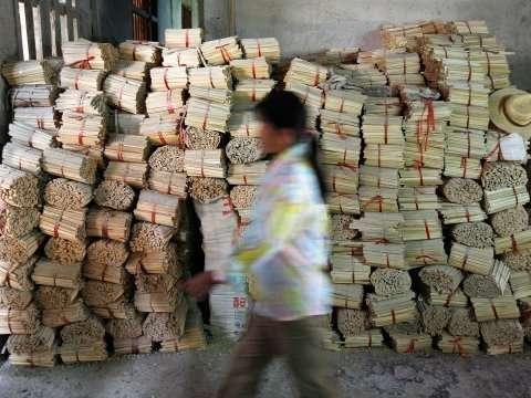 中国の割り箸製造工場の恐ろしい実態!中国製の割り箸使用は本当に危ない!