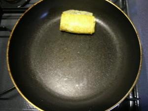 【丸〜いフライパンで】卵1個分の「卵焼き」を美しく仕上げるワザ!