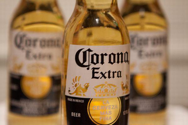 【衝撃】コロナビールの創始者 アントニオ・フェルナンデスが遺産約230億円を貧しい村人80人に3億円を遺贈したのは嘘だった!w | Foundia(ファウンディア)