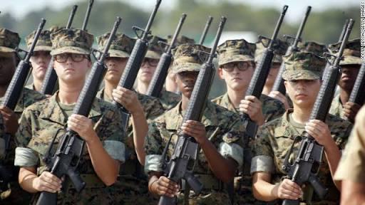 自衛官募集チラシに「稲田防衛大臣(女性)は少々頼りないですが…」