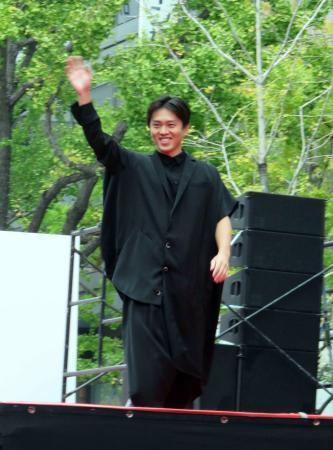 吉村大阪市長がモデル出演「嫁さんに怒られます」 (日刊スポーツ) - Yahoo!ニュース