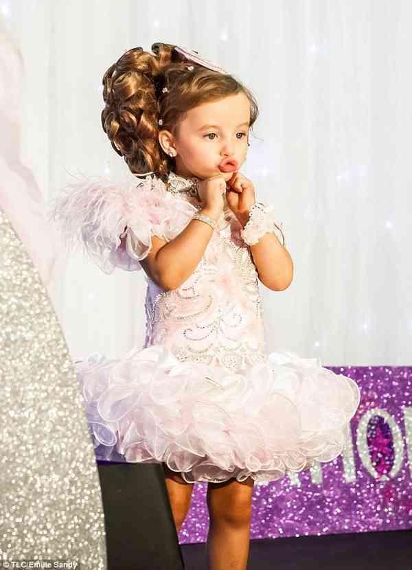 【衝撃】海外の美少女コンテスト出場者が子どもとは... 【衝撃】海外の美少女コンテスト出場者が子