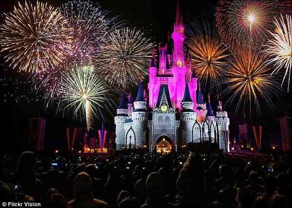 【朗報】クリスマスにディズニーが空に魔法をかける新たなエンターテイメントが登場!|面白ニュース 秒刊SUNDAY