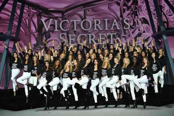 「ヴィクトリアズ・シークレット」ショー開幕直前、エンジェルズが専用ジェットでフランス・パリに到着 - モデルプレス