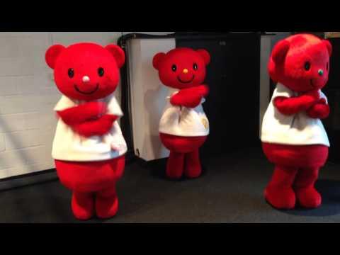 BIZBEAR's (ビズベア) - Gimme chocolate!! - Hyper Japan, London, UK [2015.11.29] [HD] - YouTube