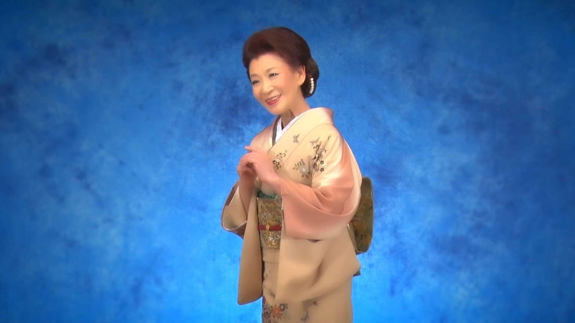 藤野とし恵 / 露地裏しぐれ - YouTube