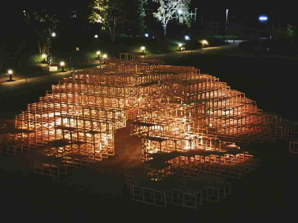 新宿のアート展で展示物が燃える大惨事 5歳の男の子が焼死 デザインそのものが盗用だった?