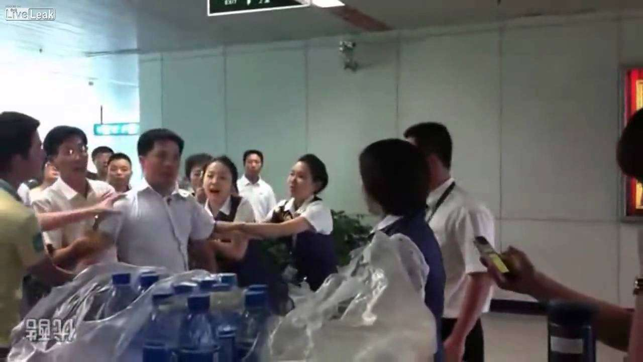 Man slapped in face by airline girl when protesting flight delay - YouTube