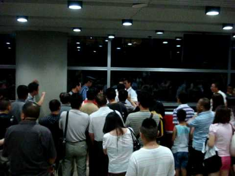 Air China ground staff in physical fight with passengers - YouTube