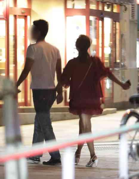 華原朋美 7歳年下実業家とプールのある店で誕生日デート