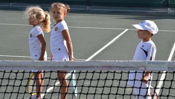 子どもに取り組ませたいスポーツ、「テニス」が「野球」を上回る