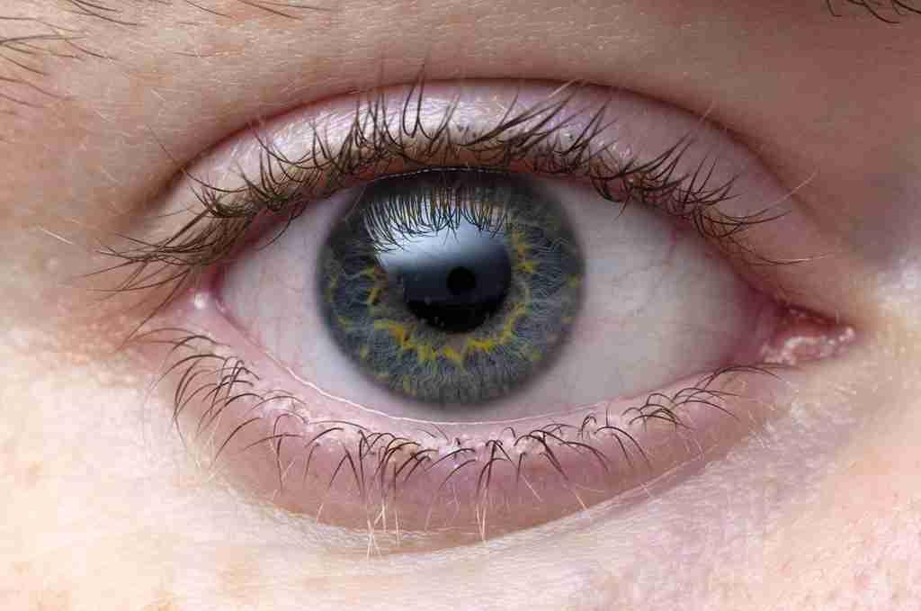 4歳少女の視力を奪ったイランの男に両目を失明させる刑を執行 人権団体は非難