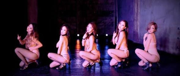 """板野友美、話題の""""おねだりダンス""""を生披露  1週間で再生回数が120万回突破"""